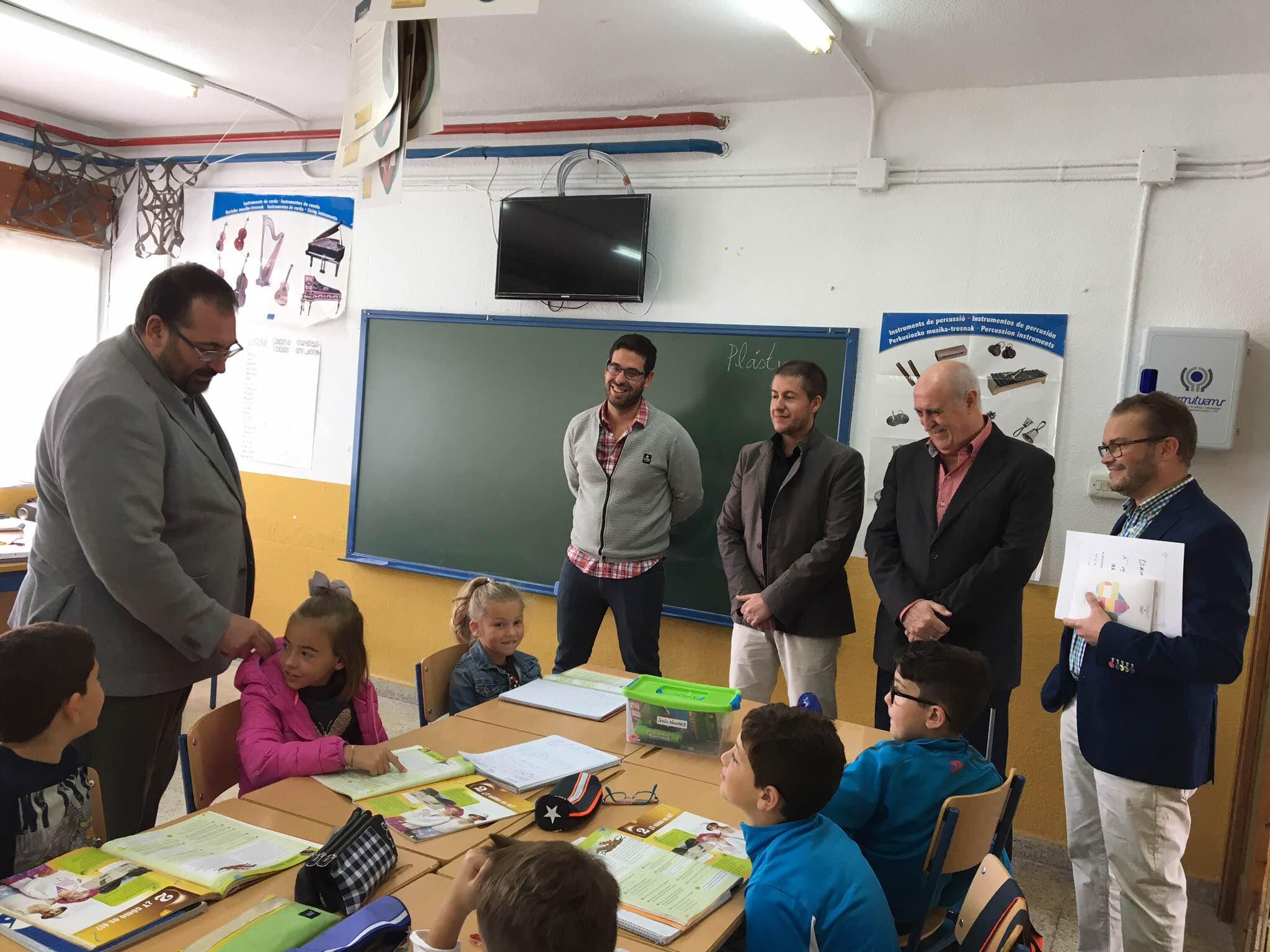 """Visita del Delegado de Educación al Colegio """"Ramón y Cajal""""."""
