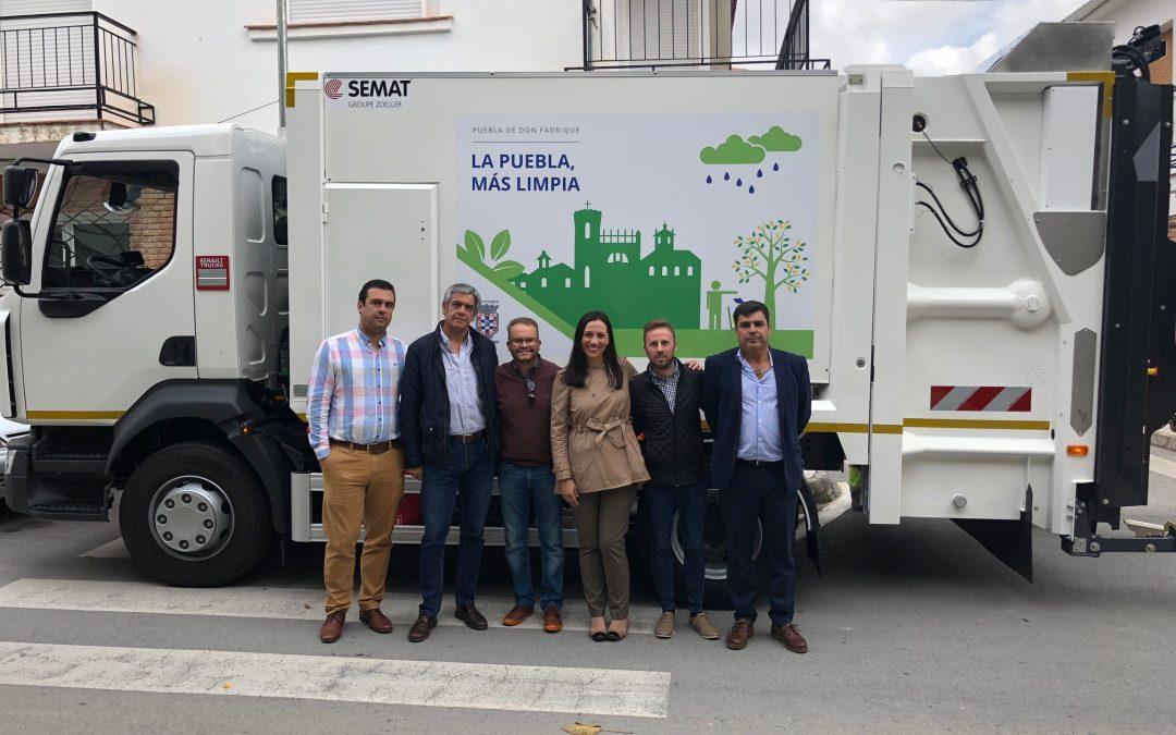 El Ayuntamiento adquiere un nuevo camión para la recogida de residuos.